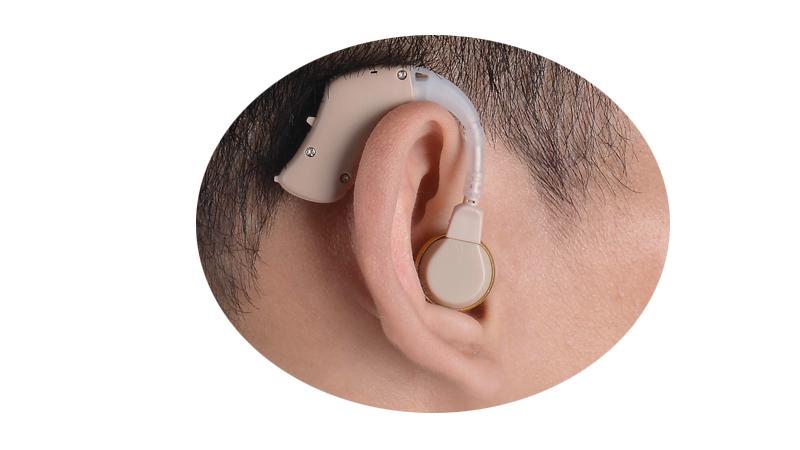 Pequeños audífonos de bajo precio tipo BTE